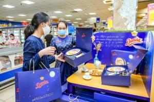Bộ quà tặng Trung thu Danisa phiên bản giới hạn hiện có mặt tại các hệ thống siêu thị và cửa hàng trên toàn quốc và cửa hàng online tại: http://bit.ly/Danisa-qua-tang-trung-thu